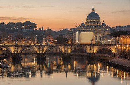 Blick auf die Engelsbrücke und den Petersdom