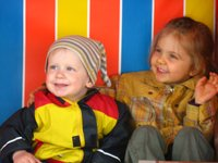 Kinder im Strandkorb in Greetsiel