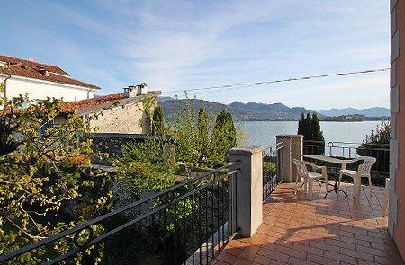 Aussicht von der Terrasse eines Appartements für bis zu 4 Personen auf der Isola dei Pescatori
