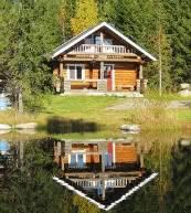 Construction en rondins empilés pour 8 personnes dans la régions des lacs de Finlande.
