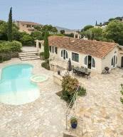 Villa avec piscine pour huit personnes située au Lavandou, non loin de la mer.