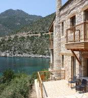 Direkt am Meer gelegenes Ferienhaus für acht Personen an der Westküste des Peloponnes.
