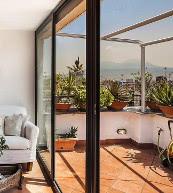 Vue sur le golfe de Naples et sur le Vésuve d'un appartement pour quatre personnes.