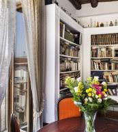 Appartement avec vue sur le Vésuve situé au cœur de la vieille ville de Naples.