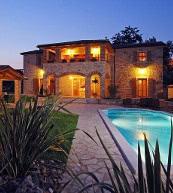 Maison de vacances pour 10 personnes bien aménagée et équipée d'une piscine privative située en Istrie.