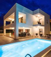 Moderne Poolvilla für acht Personen bei Crikvenica.