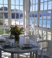 Vue sur la côte d'une maison pour quatre personnes en Galice.
