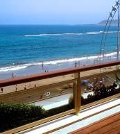 Vue de la terrasse d'un appartement pour quatre personnes situé près de la plage de Las Palmas.