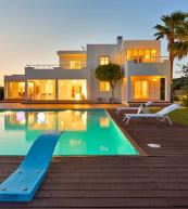 Villa moderne pour huit personnes avec piscine située non loin d'Ibiza (ville).