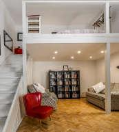 Moderne Maisonette-Wohnung in einem historischen Appartement-Gebäude aus dem 18. Jahrhundert.