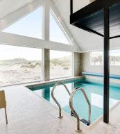 Piscine d'une maison de vacances située sur la côte danoise de la mer du Nord.