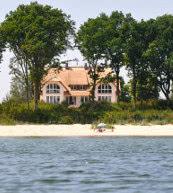 Vous trouverez cette maison pour six personnes dotée d'un accès privatif à la plage près de Lobbe.