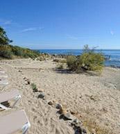 Direkten Zugang zum Meer bietet dieses Ferienhaus für fünf Personen an Korsikas Ostküste.