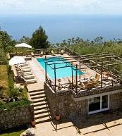 Résidence de vacances sur la côte amalfitaine avec magnifique vue mer.