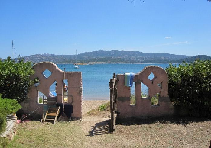 Ferienh user ferienwohnungen an der costa rei italien for Sardinien ferienhaus am strand