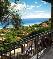 Vue du balcon d'une maison pour 10 personnes située sur la Costa Rei.