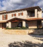 Idyllisch eingerichtetes Ferienhaus in Istrien mit Platz für 10 Personen und eigenem Pool.