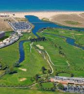 Direkt neben dem Golfplatz liegt diese Ferienanlage bei Albufeira mit modern ausgestattete Villen.