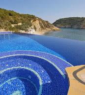 Direkt am Meer gelegenes Ferienhaus für zehn Personen.