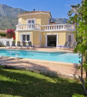Poolvilla für acht Personen oberhalb von Denia an der Costa Blanca.