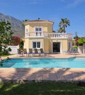 Villas pour huit personnes avec piscine en amont de Denia.