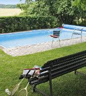 Pool im Garten eines Ferienhauses für bis zu 14 Personen im Norden Böhmens.